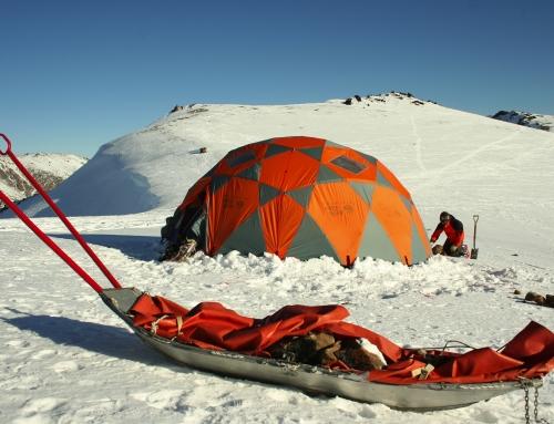 Glaxiar Mountain & Adventure Co. brindando servicios y equipamiento de montaña a CONICET Documentales.